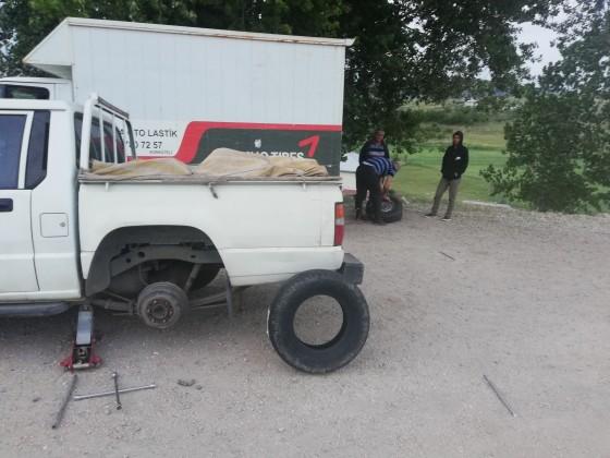 Tefenni yolu yeni lastik montajı