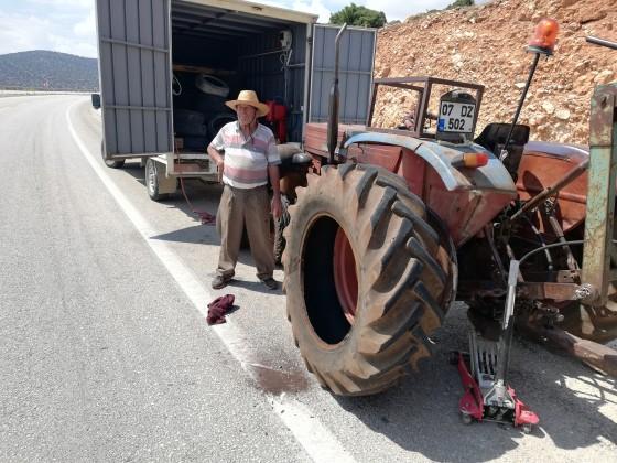 Elmalı yolu traktör lastiği tamiri