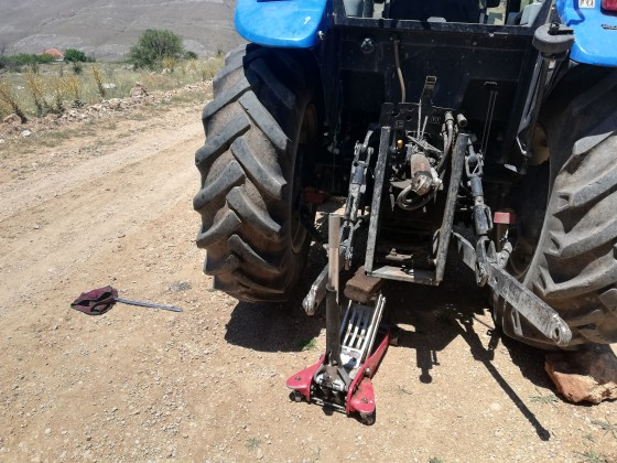 Osman kafalarda traktör lastik tamiri