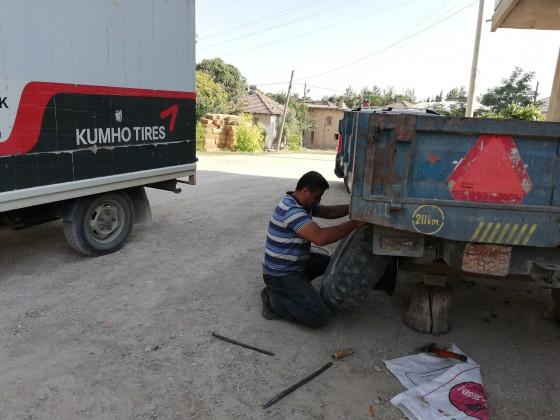 Büyükköyde traktör römork lastik tamiri