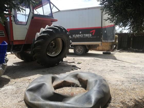 Büyükköyde traktör lastiği montajı