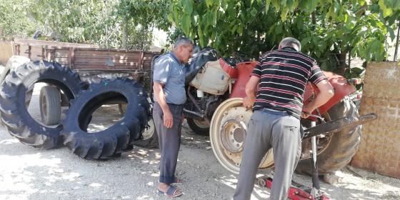 Elmalı söle köyünde yeni lastik montajı