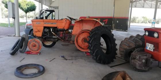 Döşeme altı çığlık mahallesinde traktör yeni 4 lastik montajı