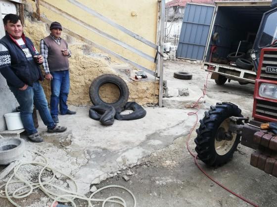Osmankalfalarda yeni lastik montajı