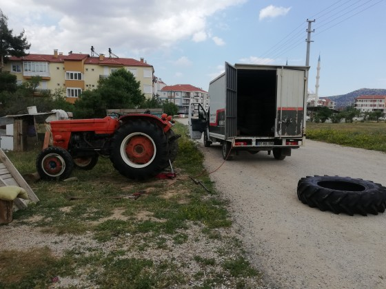 Traktör lastiği takıyoruz