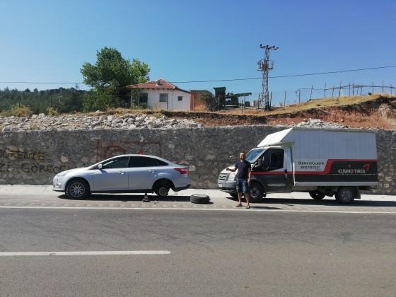 Antalya yolu tahtalı beli lastik tamiratlarına devam