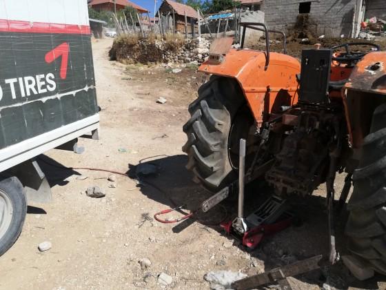 Avdan mahallesinde traktör lastik tamiratı