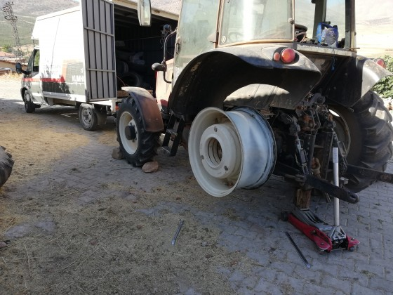 Özka traktör Yeni lastik montajı